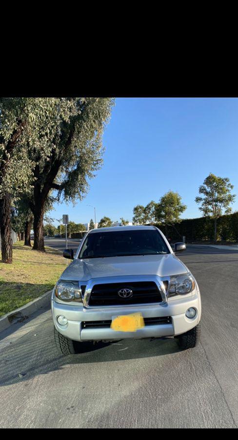 2005 Toyota Tacoma! Double Cab SR5