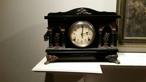 Antique Sessions 8 day mantle clock -chimes 1/2 hr for Sale in Seattle, WA