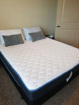 Like new queen mattress + box spring for Sale in Nashville, TN