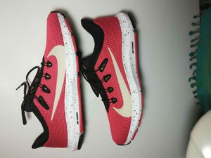 Nike Quest 2 SE Men's Running Shoes Red/Deseert Sand Size 8 for Sale in Florissant, MO