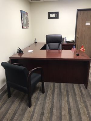 Executive Office Desk-(Used) with 2 chairs for Sale in Glendora, CA
