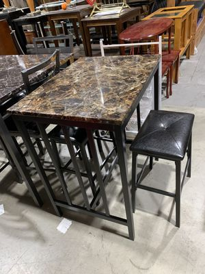 Kitchen table w 2 bar stools for Sale in Nashville, TN