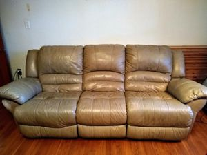 8' Tan Leather Couch. Cat & Dog friendly. for Sale in Virginia Beach, VA