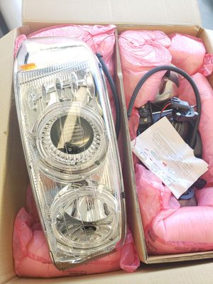 2004 GMC Yukon Anzo Headlights 111191 for Sale in Chino Hills, CA