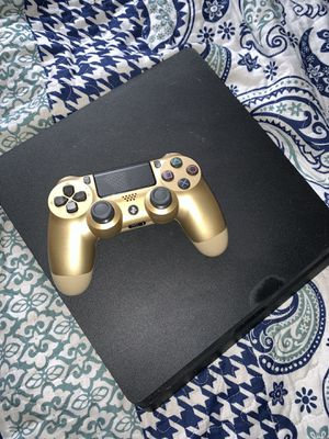 PS4 with Controller for Sale in Brackenridge, PA