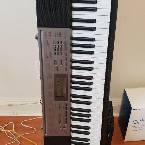 Casio LK-240 Keyboard Piano