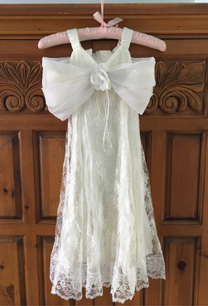 ADORABLE LITTLE GIRLS FLOWER GIRL OR 1st HOLY COMMUNION DRESS. SATIN LINED WITH LACE AND TULLE. PERFECT CONDITION. SIZE 5/6 for Sale in Carlsbad, CA