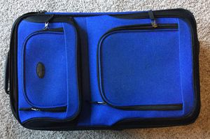 CARRY ON TRAVEL LUGGAGE 22 X 14 X 7 ~ ROYAL BLUE w/ Black Trim. GREAT condition! for Sale in Nashville, TN