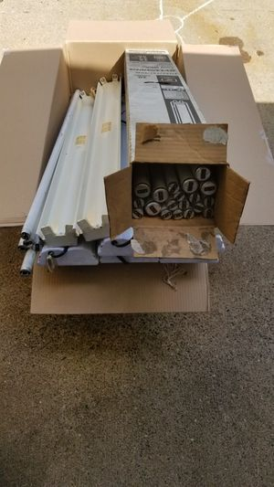 Free fluorescent shop lights for Sale in Saint Paul, MN