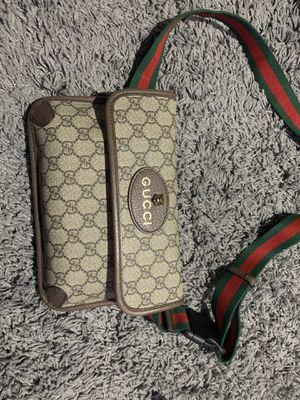 Gucci Gg supreme belt bag for Sale in Hayward, CA