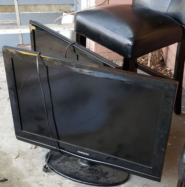 """Two 32"""" Samsung TV's with Remotes"""