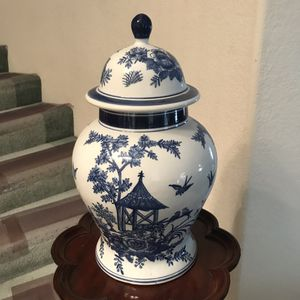 Beautiful Asian vase for Sale in La Puente, CA