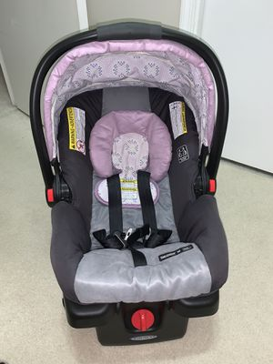 Graco Click Connect Infant Girl Car Seat and Base for Sale in Pompano Beach, FL