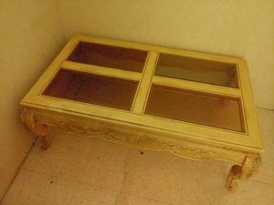 1 End table and 2 coffe table for Sale in Newark, NJ