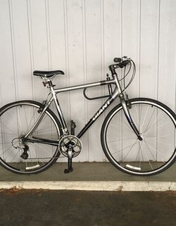 READ DESCRIPTION Giant bike with Shimano 8 Speed for Sale in Edmonds,  WA