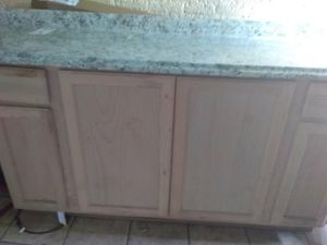 6ft counter top and kitchen cabinet base for Sale in Detroit, MI