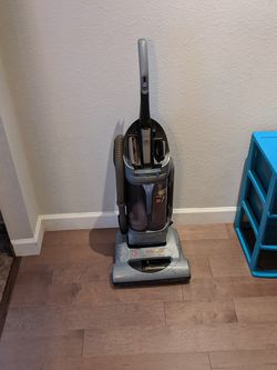 Hoover Wind Tunnel Bagless Vacuum for Sale in Richardson,  TX