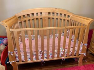 Baby crib and dresser*** for Sale in Dearborn, MI