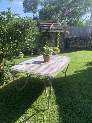 Aluminum with Cedar top Rectangle Outdoor Dining Table for Sale in Portland, TX