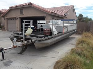 22ft pontoon 1980 for Sale in Pine Valley, CA