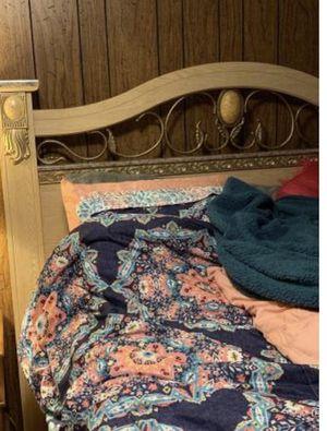 Queen bed for Sale in Hendersonville, NC