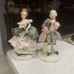 Antique Fine Porcelain Lipper & Mann Figurines Set Excellent Condition for Sale in Hialeah, FL