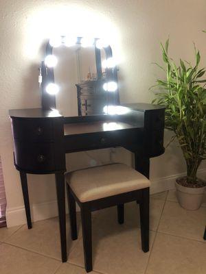 Makeup vanity for Sale in Miami, FL