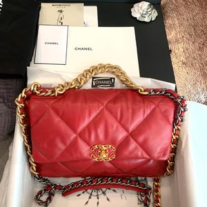 Authentic Chanel 19 large flap bag for Sale in Los Angeles, CA
