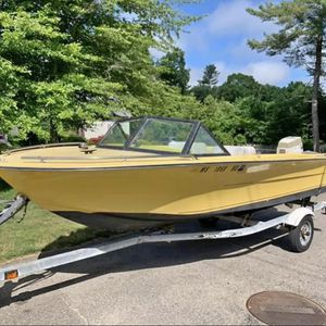16ft 1973 SeaStar 70hp Johnston With Small Trolling Motor for Sale in Raynham, MA