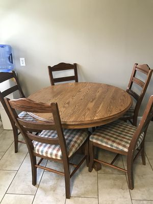 Oak dining Table and 5 chairs for Sale in Haysville, KS