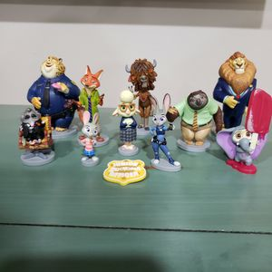 Disney Store, Zootopia, 10 Figurine Set and Badge for Sale in Pompano Beach, FL