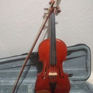 4/4 Orchestra Iesta Violin In Excellent Condition for Sale in Homestead, FL