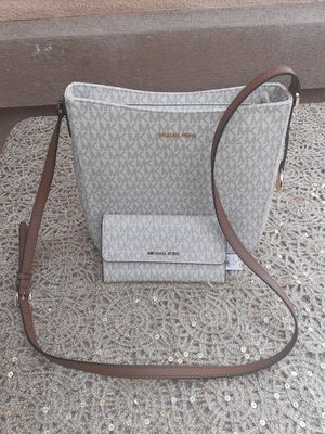 Michael Kors Vanilla Messenger Bag and Wallet Set for Sale in Colton, CA