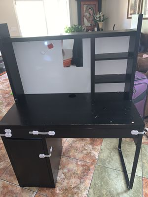 Free black desk for Sale in West Modesto, CA