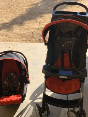 Graco click connect stroller, car seat and base . Date of manufacture 2016 for Sale in Las Vegas, NV