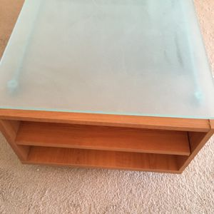 Tv Stand with Tempered Glass Top for Sale in Billerica, MA