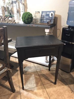 •MOVING• entry/side table (31x26x17) used in the middle of 2 lounge chairs looks nice but can be used for many purposes for Sale in Turlock, CA