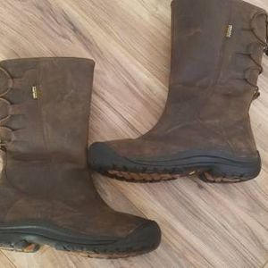Size 8 Keen Waterproof Boots for Sale in Willow Spring, NC