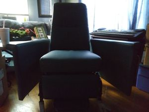 Medical recliner chair for Sale in Nashville, TN