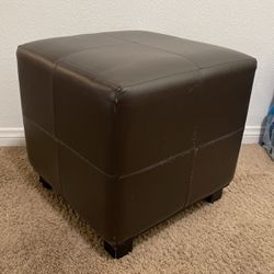 Free Foot Ottoman for Sale in Fontana,  CA