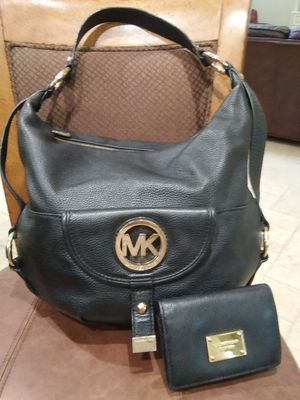 Authentic Michael kors purse and wallet set for Sale in Pearland, TX