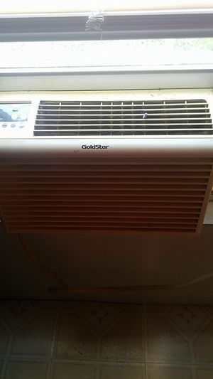 Air conditioner 5000 BTU for Sale in Jeannette, PA