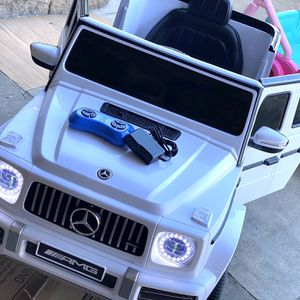 NEW CONDITION Mercedes Benz AMG G63 G-Wagon 12volt Electric Kid Ride On Car Power Wheels for Sale in Lakewood, CA
