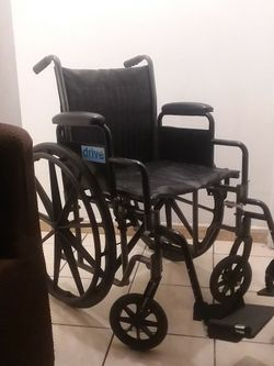 "DRIVE SILVER SPORT II WHEELCHAIR 18""WIDTH... for Sale in Long Beach,  CA"