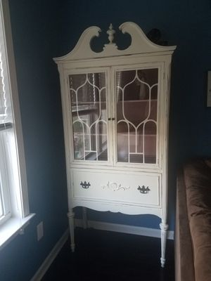 Lighted Antique Cabinet for Sale in Woodruff, SC