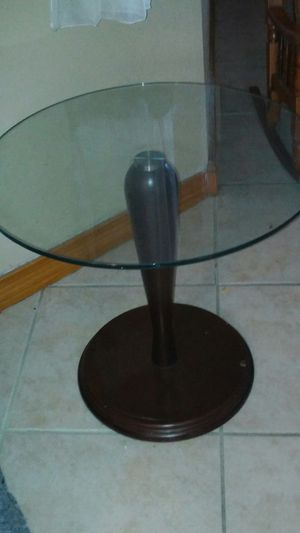 small end table for Sale in Hialeah, FL