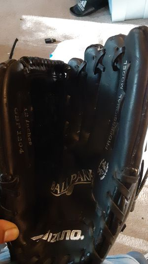 Baseball glove for Sale in Normandy Park, WA
