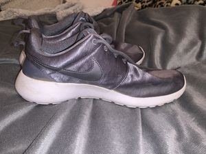SIZE 7 NIKE SHOES for Sale in New River, AZ