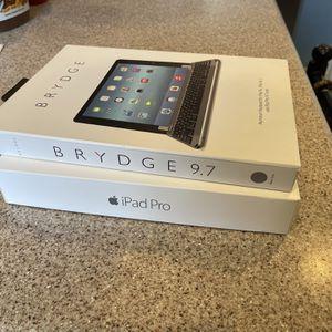 Apple iPad Pro 9.7 256GB Cellular & Brydge Keyboard for Sale in Riverside, CA
