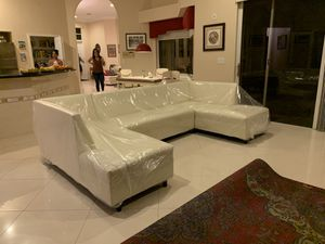 Modern furniture sectional couch for Sale in Hialeah, FL